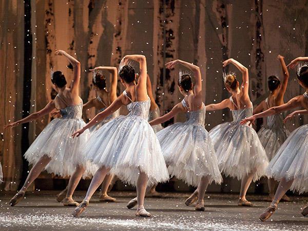 雪の精の踊り  Photo: Rosalie O'Connor