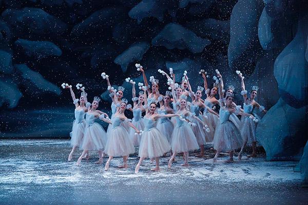 雪の精の踊り Photo/Paul Kolnik