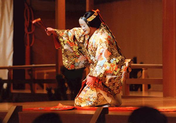 『葵上』(C) Kanze Noh Theatre