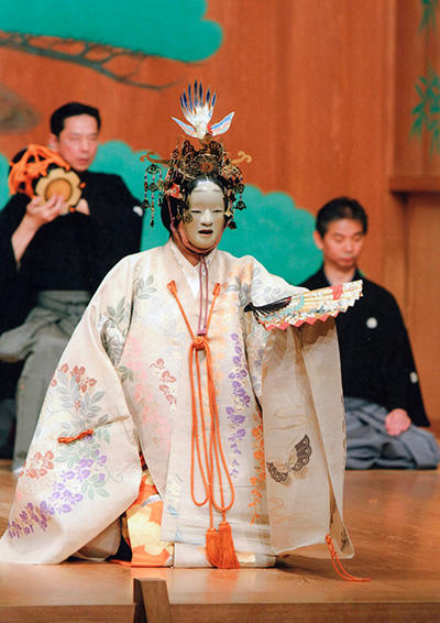 『羽衣』(C) Kanze Noh Theatre