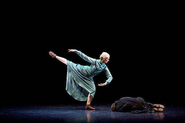 Eve Mutso and Jamiel Laurence perform The Hunchback In The Park in Christopher Bruce's Ten Poems    Photo by Andy Ross