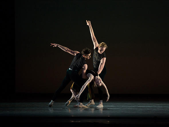 『Souvenir d'un lieu cher (懐かしい土地の思い出)』 Tyler Maloney, Cassandra Trenary and David Hallberg in Souvenir d'un lieu cher. Photo: Rosalie O'Connor.
