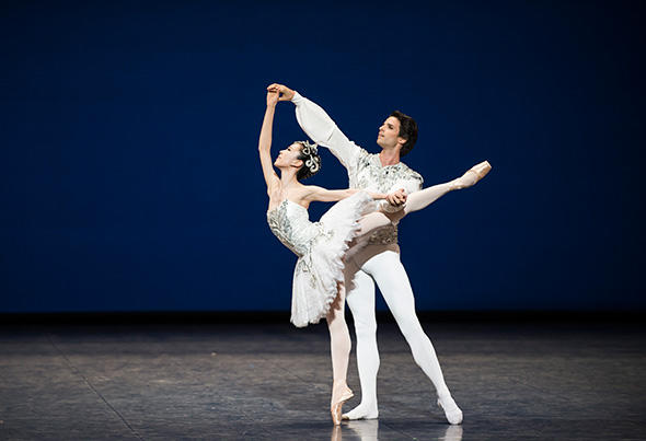 セ・ウン・パク、フロリアン・マニュネ (C) Opéra national de Paris/ Julien Benhamou