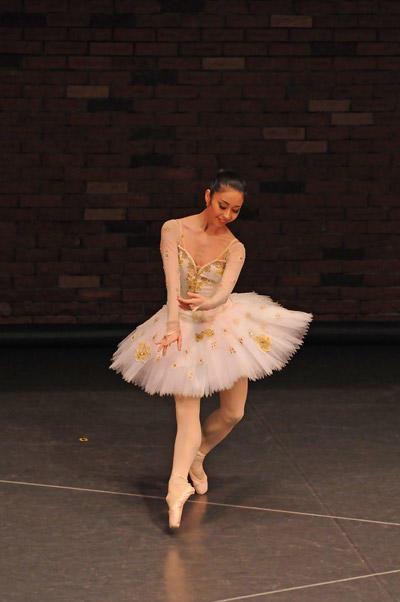 カンパニーでこぼこ「Ballet&Organ」 『パキータ』(昼公演)西田佑子 撮影:古都栄二(テス大阪)