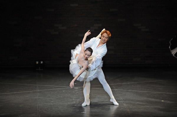 カンパニーでこぼこ「Ballet&Organ」 『ライモンダ』(夜公演)西田佑子、脇塚力 撮影:古都栄二(テス大阪)