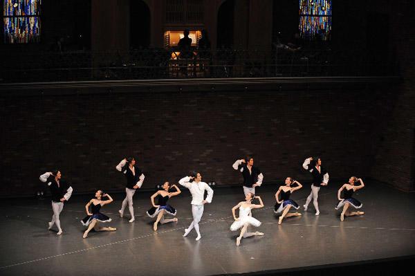 カンパニーでこぼこ「Ballet&Organ」 『ライモンダ』(昼公演) 撮影:テス大阪