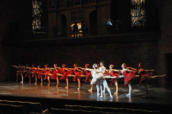 カンパニーでこぼこ「Ballet&Organ」 『パキータ』(夜公演)福井友美、香西秀哉 撮影:テス大阪