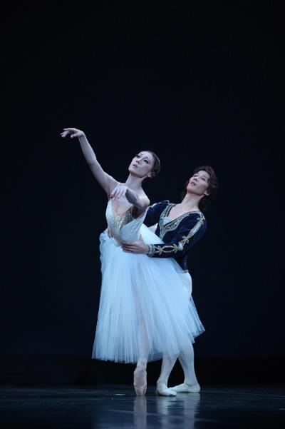 岡田兼宜Ballet&Modern Dance「BE REAL」 『ジゼル』よりパ・ド・ドゥ 板東ゆう子、山口章 撮影:李亜衣(テス大阪)