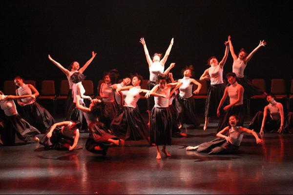 神戸女学院音楽学部音楽学科舞踊選考 第4回公演 『Here we are!』 撮影:宗石 佳子