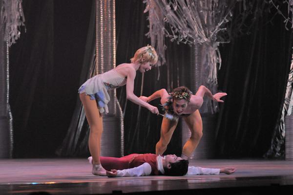『真夏の夜の夢』パック:中弥智博、妹:中浜のぞみ 撮影:二井内辰俊(stage picture Mugen )