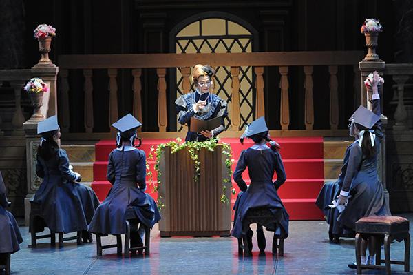 『卒業記念舞踏会』女校長:郷原信裕 撮影:テス大阪