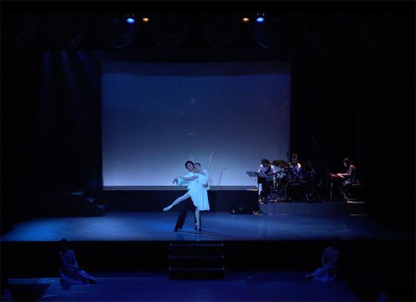 『白鳥の湖〜ラヴ・ストーリーは突然に〜』片岡典子、矢木一帆 撮影:(株)アールミュージック