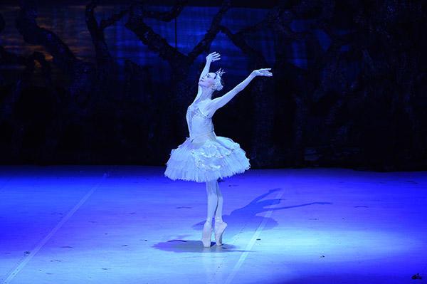 新『白鳥の湖』公女オデット:森下洋子 ©岡村昌夫