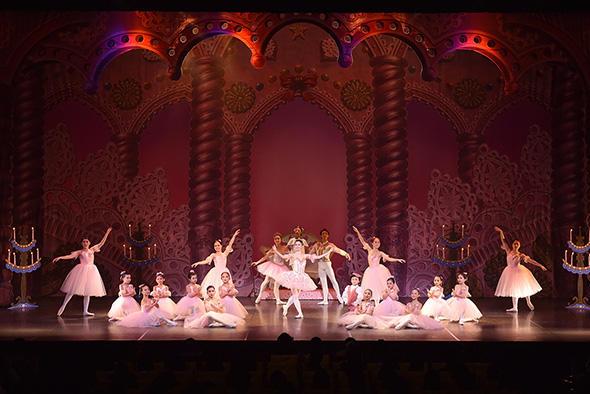 『くるみ割り人形』よりクララの夢花の女王:若林芽 撮影:スタジオフォーマット(すべて)