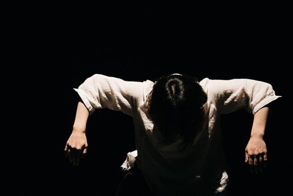 山﨑モエ『水のキオク』撮影/岩本順平