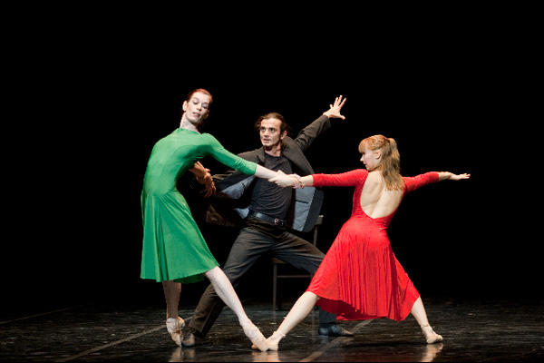 ベジャール・バレエ・ローザンヌ 『3人のソナタ』 (C)Laurent Philippe/Opéra national de Paris