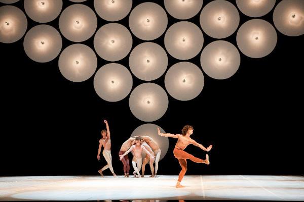 ベジャール・バレエ・ローザンヌ 『主なき鎚』 (C)Laurent Philippe/Opéra national de Paris