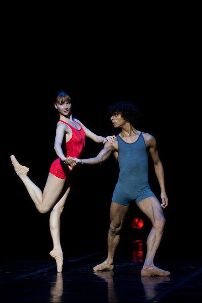 ベジャール・バレエ・ローザンヌ 『二重の影の対話』 (C)Laurent Philippe/Opéra national de Paris