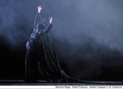 アンヨラン・プレルヨカーユ振付『白雪姫』 (C)JC Carbonne /Theatre national de Chaillot