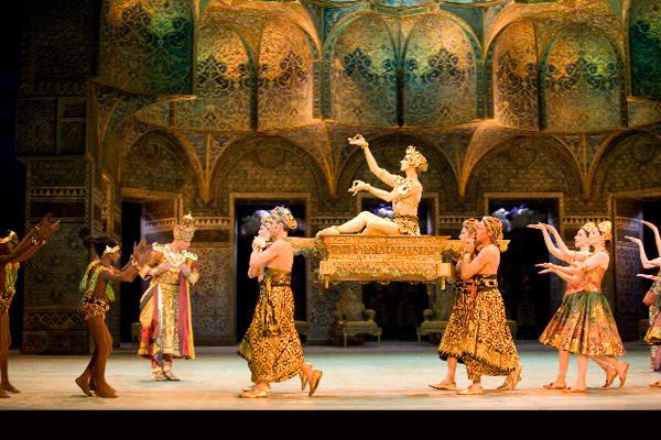 パリ国立オペラ座バレエ団『ラ・バヤデール』 photo(C)Sébastien Mathé/Opéra national de Paris