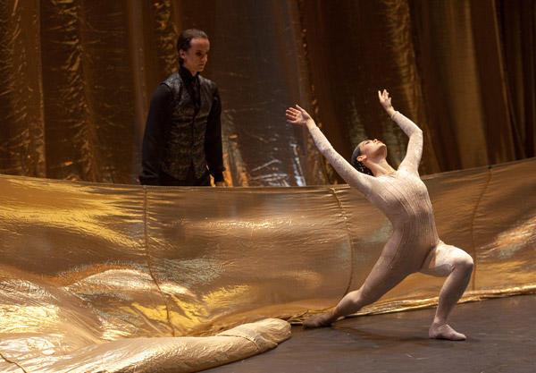 パリ国立オペラ座バレエ団 『輝夜姫』 アリス・ルナヴァン、ステファーヌ・ファヴォラン (C) Anne Deniau / Opéra national de Paris