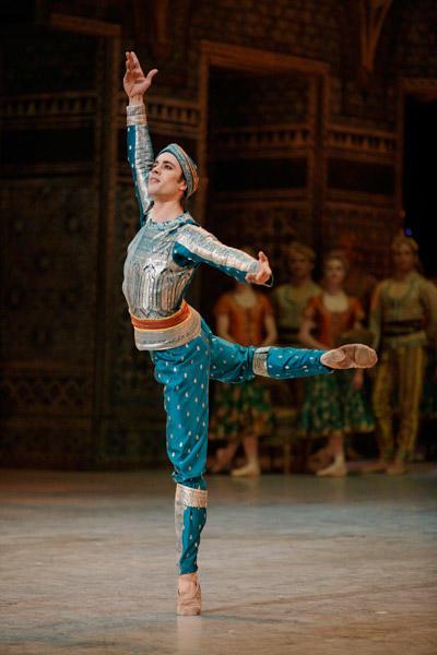 パリ・オペラ座バレエ団  『ラ・バヤデール』第2幕 マティアス・エイマン Photo Sébastien Mathé / Opéra national de Paris