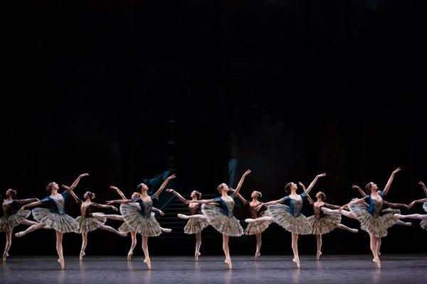 『パキータ』 (C)Agathe Poupeney / Opera national de Paris