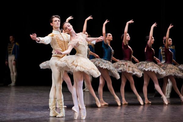『パキータ』ドロテ・ジルベール、マチュー・ガニオ (C)Agathe Poupeney/Opéra national de Paris