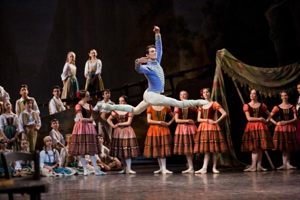 『パキータ』マチュー・ガニオ (C)Agathe Poupeney/Opéra national de Paris