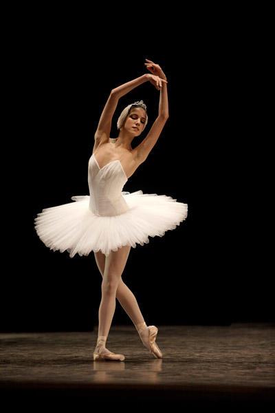 2010年度のコンクール、自由曲「白鳥の湖」 (C)SEBASTIEN MATHE/ OPERA NATIONAL DE PARIS