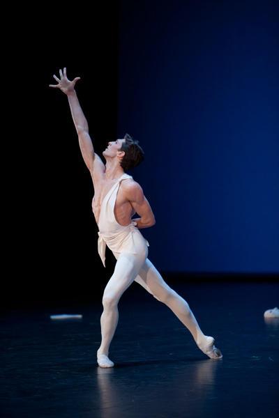 「アポロ」マチュー・ガニオ (C)Sebastien Mathé/Opéra national de Paris