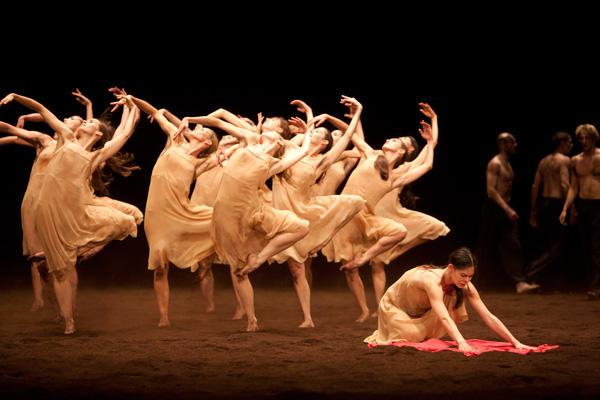 「春の祭典」 (C)Sebastien Mathé/Opéra national de Paris