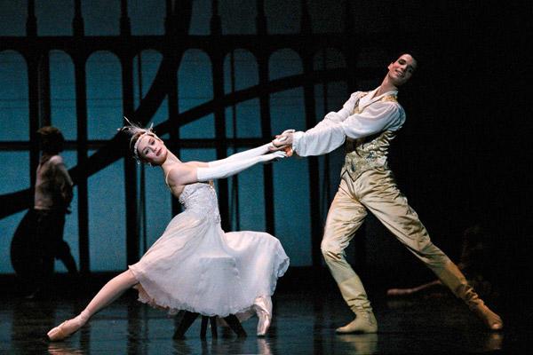 「シンデレラ」オーレリー・デュポンと Photo Icare / Opéra national de Paris