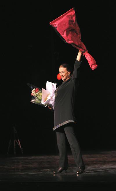 「プリセツカヤへのオマージュ」で観客に応える (C)Marc Haegeman
