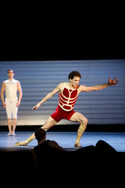 パリ・オペラ座バレエ団『カリギュラ』 ステファン・ブリヨン (C)Laurent Philippe/Opéra national de Paris