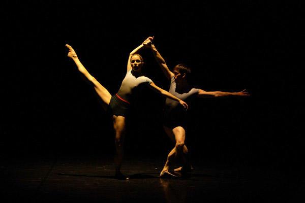 「メランコリア・スプレニカ」を踊る シャルロット・ランソン(左)とマキシム・トマ Photo Gala Reverdy/OPERA NATIONAL DE PARIS