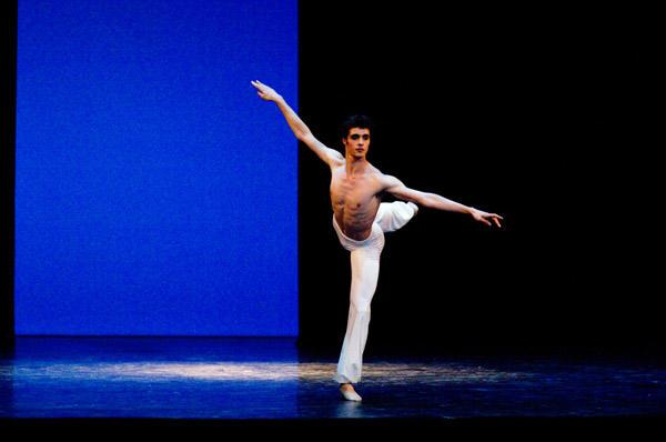 2010年学校公演「ギリシャの踊り」 Photo David Elofer/ OPERA NATIONAL DE PARIS