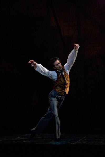 『コッペリア』 ジョゼ・マルティネズ (C)Sébastien Mathé/Opéra national de Paris