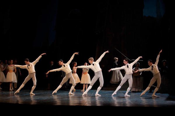 『コッペリア』 (C)Sébastien Mathé/Opéra national de Paris