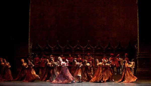 『ロメオとジュリエット』 (C)Julien Benhamou/Opéra national de Paris
