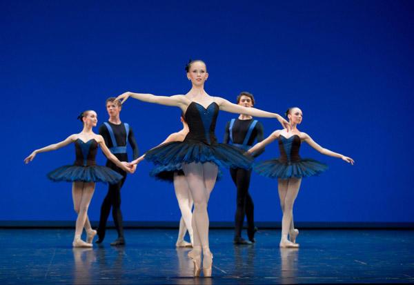 オペラ座バレエ学校公演『6のためのデッサン』 キャロリーヌ・オスモン (C)David Elofer/Opéra national de Paris