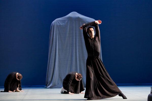 『ベルナルダの家』ジョゼ・マルティネズ (C) Agate Poupeny/Opéra national de Paris