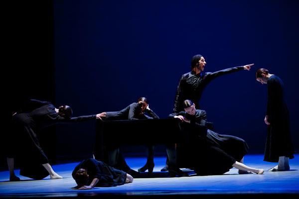 『ベルナルダの家』 (C) Agate Poupeny/Opéra national de Paris