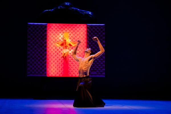 『ベルナルダの家』ジョゼ・マルティネズ (C)Agate Poupeny/Opéra national de Paris
