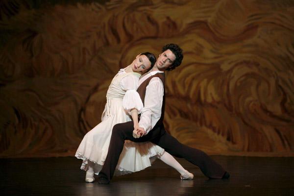 「アルルの女」ジェレミー・ベランガールと Photo Sébastien Mathé / Opéra national de Paris