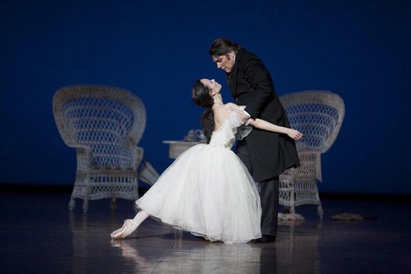 「椿姫」ミカエル・ドナールと Photo Sébastien Mathé / Opéra national de Paris