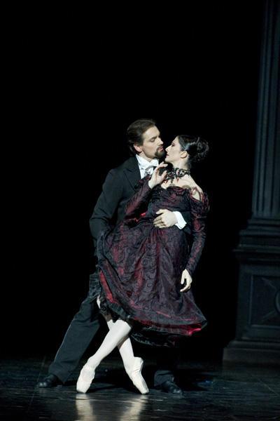 「天井桟敷の人々」イザベル・シャラヴォワ、クリストファー・デュケンヌ (C)Julien Benhamou / Opéra national de Paris
