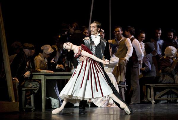 「天井桟敷の人々」イザベル・シアラヴォラ (C)Julien Benhamou / Opéra national de Paris