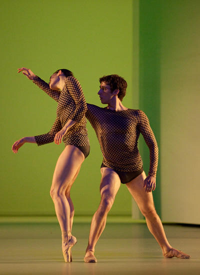 「感覚の解剖学」アリエス・ルナヴァン、ジョジュア・オファルト (C) Anne Deniau/ Opéra national de Paris