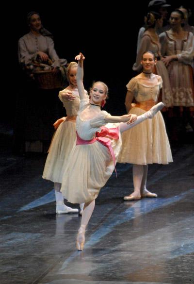 「コッペリア」 photo / Cosima Mirco Magliocca: Opéra national de Paris